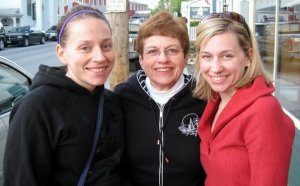 That's Kel on the right (and Momma in the middle)